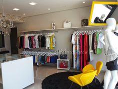 Projetar a boutique foi um desafio, a começar pelo prazo estipulado para a inauguração, somente um mês para reformar, projetar e exe...