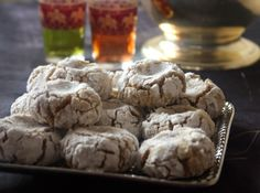 Ghribas with Praliné (recipe in French) Cookie Recipes, Vegan Recipes, Praline Recipe, Biscotti Cookies, Pastry Cake, Confectionery, Healthy Treats, Biscuits, Gluten