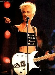 RIP, Marie from Roxette who has died at age 61 from cancer she had been battling for 17 years. Marie Fredriksson, Roxette Band, Female Rock Stars, 80s Pop Music, Famous Musicals, Women Of Rock, Blondie Debbie Harry, Music Composers, Star Wars
