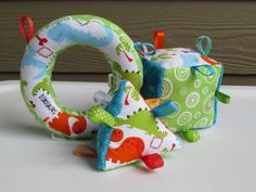 baby taggie toys--want to try this! - baby taggie toys–want to try this! baby taggie toys–want to try this! Quilt Baby, Baby Sewing Projects, Sewing For Kids, Cube Bebe, Baby Toys, Kids Toys, Patchwork Quilt, Baby Gifts To Make, Baby Presents