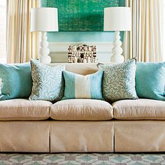Arrange Sofa Pillows - Foolproof Formulas for Home Decorating - Southernliving. Phoebe shares her simple five-pillow formula for creating a well-composed sofa. Learn How To Arrange Sofa Pillows Living Room Pillows, Sofa Throw Pillows, Living Room Sofa, Living Room Decor, Living Rooms, Accent Pillows, Lumbar Pillow, Sofa Cushions, Blue Cushions