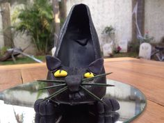 SALEM en Monster Rose. Zapatillas de chocolate especial de Halloween. www.lamansionrosa.com