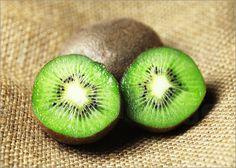 Guten Morgen, liebe Sorgen, habt ihr auch schon ausgeschlafen? Nein,? Na, wie wäre es dann mit einem knallig-grünen Muntermacher? Das Fotoposter der Kiwi macht sich besonders gut in der Küche!