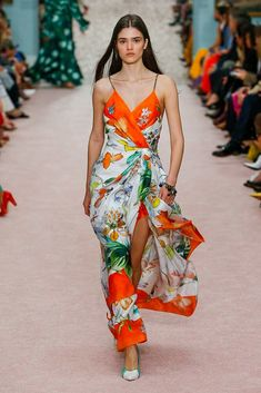 Carolina Herrera Spring 2019 Ready-to-Wear Fashion Show Collection  See the  complete Carolina Herrera Spring 2019 Ready-to-Wear collection. Look 31 26796c3dafdcb