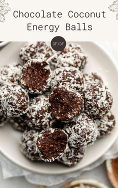 Coconut Energy Balls, Vegan Energy Balls, Energy Bites, Healthy Vegan Desserts, Vegan Snacks, Easy Snacks, Healthy Snacks, Protein Bites, Granola Bars