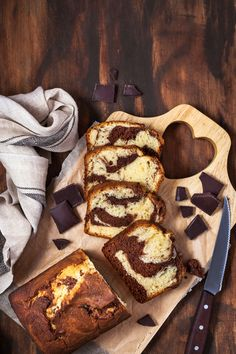 Delicious homemade marble pound cake on wooden background, top view by KateSmirnova. Delicious homemade marble pound cake on wooden background, top view Dessert Express, Marble Pound Cakes, Geode Cake, Caramel Apples, French Toast, Food Porn, Food And Drink, Nutrition, Homemade