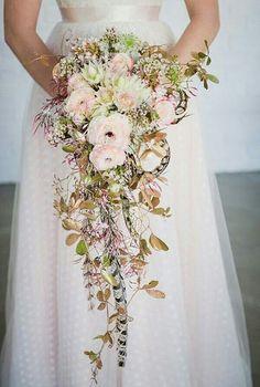 Cascading bouquet l