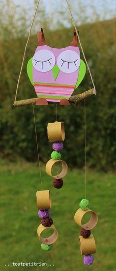 Mobile hibou avec des perles maisons créées à partir de chutes de papier origami. www.toutpetitrien.ch / fleurysylvie #bricolage #enfant