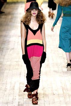 Sonia Rykiel Spring 2011 Ready-to-Wear Collection - Vogue Sonia Rykiel, Boys Sweaters, Fashion Show, Fashion Design, Real Women, Knitwear, Athletic Tank Tops, Ready To Wear, Vogue
