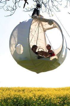 cabane suspendue Glamping in the Tree Tops with a RooMoon: Hanging Tents