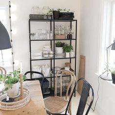 Godmorgon ☕️👋🏼 Ledig fredag och en dagstur till Ikea står på att-göra-listan idag ☺️ Här ska shoppas ☺️🙌🏼😘#kökshylla #hemmahosmig #home #kitchendetails #kitcheninspo #interior2you1 #ernst #gröntärskönt #nilhetinspo #vackrahem #loppisfynd #interiørmagasinet #interior_and_living #ikea #bistro #ikeaideas #casachicks1 #boholiving #industriell_interior #industrial #vintage #vackertskrot #mitthem #kök #kitchen #mittkök #alltihemmet #vintage #inspiration #interiordetails #skonahem