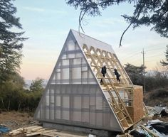 Housewrap is getting onto this TRIO75 a-frame kit being assembled in South-Korea