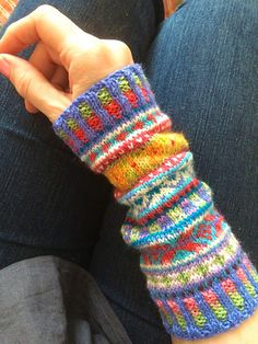 Ravelry: Rosyretro Fair Isle Cuffs More Ravelry: Rosyretro Fair Isle Cuffs Fair Isle Knitting Patterns, Knitting Charts, Easy Knitting, Loom Knitting, Knitting Stitches, Knitting Designs, Knitting Socks, Knitting Machine, Hat Patterns