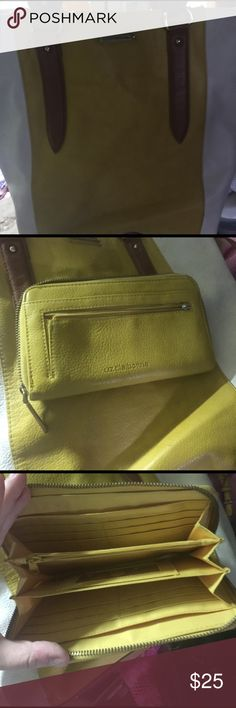 Liz Claiborne purse with matching wallet Yellow and cream lather Liz clairborne purse Liz Claiborne Bags Totes