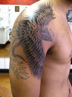 Fotos de Tatuagens: Fênix Black no Ombro