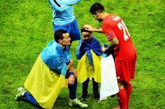 Замітка іспанської газети. Franbolso2001: «Не знаю, що це за країна і що там йде за війна. Але якщо вони воюють так само, як футболісти Дніпра грають у футбол, то вони повинні перемогти!»