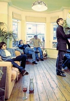 the-young-idea: Oasis's Definitely Maybe Photoshoot. Lennon Gallagher, Noel Gallagher, Liam Oasis, Definitely Maybe, Liam And Noel, Oasis Band, Band Photography, Music Station, British Rock