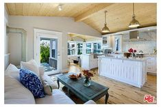 small yet luxurious beach cottage - I love the kitchen/living/sitting room space