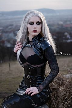 Top Gothic Fashion Tips To Keep You In Style. As trends change, and you age, be willing to alter your style so that you can always look your best. Consistently using good gothic fashion sense can help Gothic Girls, Hot Goth Girls, Dark Fashion, Gothic Fashion, Fashion Tips, Style Fashion, Fashion Ideas, Fashion 2018, Goth Beauty