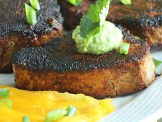 Seared tuna steak and guac sauce Whole30 Fish Recipes, Easy Fish Recipes, Seafood Recipes, Easy Meals, Cooking Recipes, Blackfin Tuna, Tuna Avocado, Tuna Steak Recipes, Healthy Snacks