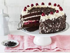 Pastry Dough Recipe, Pastry Recipes, Baking Recipes, Cake Recipes, German Cake, German Desserts, Black Forest Cake, Cherry Cake, Pastry Shop