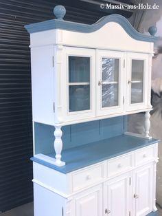 Pastellblau und Weiß? Gewagt aber sehr gemütlich; https://massiv-aus-holz.de     #cottage #blau #pastelfarben #RAL5024 #Buffetschrank #home #shabbychic #furniture #Geschirrschrank #Schrank #Küche #Esszimmer #Kitchen #4f4 #follow #möbel #white #weiß #whitefurniture #whiteinterieur #weißemöbel #möbelweiss