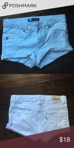Levi's white shorts in kids size 8 regular! Levi's white shorts in kids size 8 regular! There are no stains and are in good condition! They are a stretchy material! Levi's Bottoms Shorts