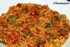La meilleure recette de Cheveux d'ange aux légumes et kefta! L'essayer, c'est l'adopter! 4.7/5 (12 votes), 9 Commentaires. Ingrédients: 1 échalote 1 courgette 1 carotte 1/2 boîte tomates concassées ou deux tomates coupées en petits dés 1 cas de concentré tomates 1 petit bouquet de coriandre 1 gousse d'ail 200 g de cheveux d'ange 100 g de kefta assaisonnée ou viande hâchée nature 1 cas huile d'olive 1 cc sel 1 cc poivre 1 cc paprika 1/2 cc carvi 1...