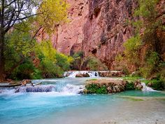 "https://flic.kr/p/b4BRtB | Havasu Creek - Second crossing | This is in the middle of Havasu creek at the second crossing by the rope swing.  We were north of Mooney Falls on our way to Beaver Falls. This is the second of three crossings.   Here is my triplog of the adventure hikearizona.com/x.php?I=4&ZTN=58&UID=21152 For additional information I highly recommend ""Exploring Havasupai - A guide to the heart of the Grand Canyon"" by Greg Witt with photos by Derek von Briesen. w..."