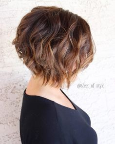 25 Chin Length Bob Hairstyles That Will Stun You in 2019 - Style My Hairs Bobs For Thin Hair, Wavy Bobs, Layered Wavy Bob, Short Shaggy Bob, Bob Hairstyles For Fine Hair, Long Bob Haircuts, Shaggy Bob Hairstyles, Stacked Hairstyles, Pixie Cuts