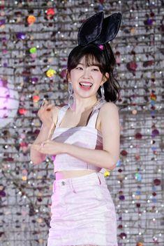 Red Velvet Irene looks like an girl in these photos - Sexy K-pop Red Velvet アイリーン, Red Velvet Irene, Velvet Style, Seulgi, South Korean Girls, Korean Girl Groups, Redvelvet Kpop, Kim Yerim, Sensual
