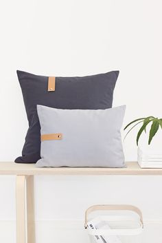 How to add leather detail to your cushions - bildschœnes: Alles I'm Griff! Upholstery Cushions, Fabric Sofa, Big Pillows, Floor Pillows, Homemade Pillow Cases, Felt Pillow, Leather Pillow, Scatter Cushions, Soft Furnishings
