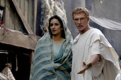 Niobe (Indira Varma) and Lucius Vorenus (Kevin McKidd) climbing up the social ladder in Rome TV Series - Episode Still