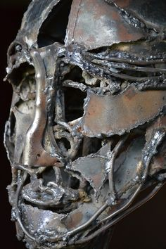 """Monica Montal ; Escultura en hierro ; """"Humano"""""""