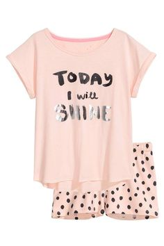 Pyjamas in cotton jersey. Top with short sleeves with sewn-in turn-ups and a print motif on the front. Short patterned shorts with an elasticated drawstring Pyjamas, Cozy Pajamas, Girls Pajamas, Teen Pjs, Cute Pajama Sets, Cute Pjs, Cute Pijamas, Cute Sleepwear, Cozy Outfits