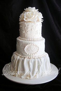 Gorgeous Pearlesque Wedding Cake