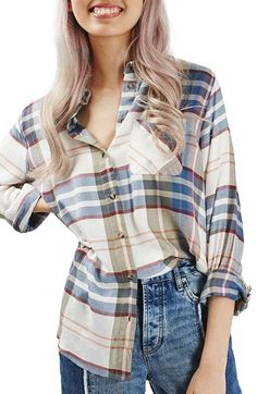 Free shipping and returns on Topshop Chest Pocket Plaid Shirt at Nordstrom.com. An oversized shirt with slight high/hem defines your fall weekend-warrior wardrobe with its autumnal plaid pattern. The bias-cut patch pocket adds visual interest to the casual essential.