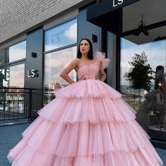 New Design Ball Gown Wedding Gowns Pink Off The Shoulder Vintage Arabic Bridal Dresses Tiered robe de mariee Bridal Dress – fashion Pretty Prom Dresses, Stunning Dresses, Stylish Dresses, Cute Dresses, Fashion Dresses, Poofy Prom Dresses, Blue Wedding Dresses, Gown Wedding, Bridal Dresses