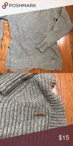 TOMS size small grey cable sweater Great, size small grey sweater. Great condition, no picks or stains. Flattering side slit. TOMS Sweaters Crew & Scoop Necks