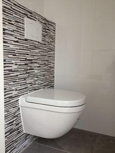 Toilet renovatie installatie voorbeelden on pinterest for Toilet betegeld
