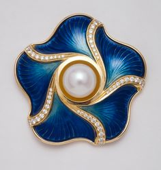 De Vroomen- South-Sea pearl with Enamel A wonderful example of the repoussé…