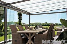 Komfortní hliníkové zastřešení terasy včetně integrované markýzy a skleněného posuvu