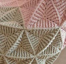 Crochet Diy, Plaid Crochet, Pull Crochet, Form Crochet, Crochet Square Blanket, Crochet Square Patterns, Crochet Blanket Patterns, Baby Blanket Crochet, Triangle En Crochet