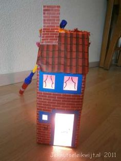Lampion huis. Art For Kids, Lanterns, Lunch Box, Seasons, School, Crafts, Architecture, Winter, Places