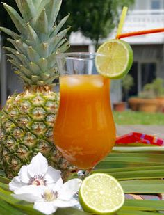 Gourmet recipes by Kélou: West Indian planter Spring Cocktails, Vodka Cocktails, Cocktail Drinks, Alcoholic Drinks, Best Cranberry Juice, Yummy Drinks, Healthy Drinks, Smoothies, Coconut Milk Curry