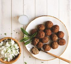 Fried meatballs with fresh herbs packed with Mediterranean flavors? Dessert Recipes, Desserts, Greek Recipes, Food Styling, Food Porn, Food And Drink, Meals, Cooking, Ethnic Recipes