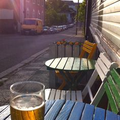 One of the most cutest pubs of Helsinki, Finland. Outdoor Furniture Sets, Outdoor Decor, Helsinki, Stockholm, Restaurants, Beautiful Places, Home Decor, Finland, Diners