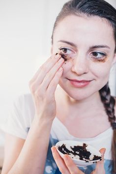 Try these DIY eye mask recipes to anti-age your eyes and fight the eye problem trifecta: dark circles, puffy eyes and crow's-feet.