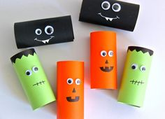Halloween Party Poppers Inspiration For Living Creatively - DIY Crafts, Sewing, Recipes, Crafts & MoreYou are here: / / / Halloween Party PoppersOctCard stock cu Happy Halloween, Halloween Treats For Kids, Halloween Parade, Halloween Party Favors, Halloween Design, Fall Halloween, Halloween Crafts, Halloween Decorations, Halloween Imagem