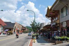 Free Things to Do In Gatlinburg, TN: Walk the Downtown Gatlinburg Parkway